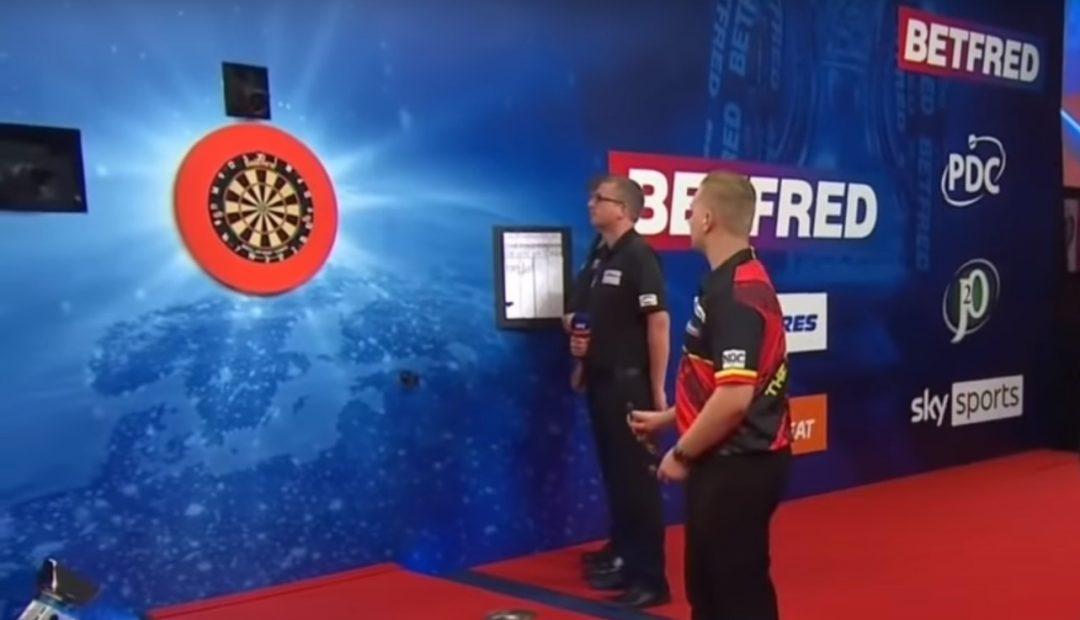 Livestream van den Bergh Chisnall 1080x620 Livestream Dimitri van den Bergh   Dave Chisnall, World Matchplay Darts